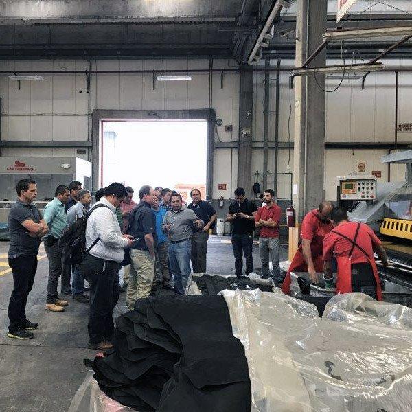 Momento con clienti in produzione Cartigliano de Mexico